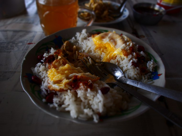 10.Myanmar_Bagan_to_Mandalay_slow_boat_Breakfast_egg_rice