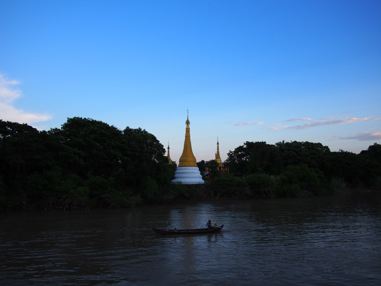 32.Myanmar_Bagan_to_Mandalay_slow_boat_sunset