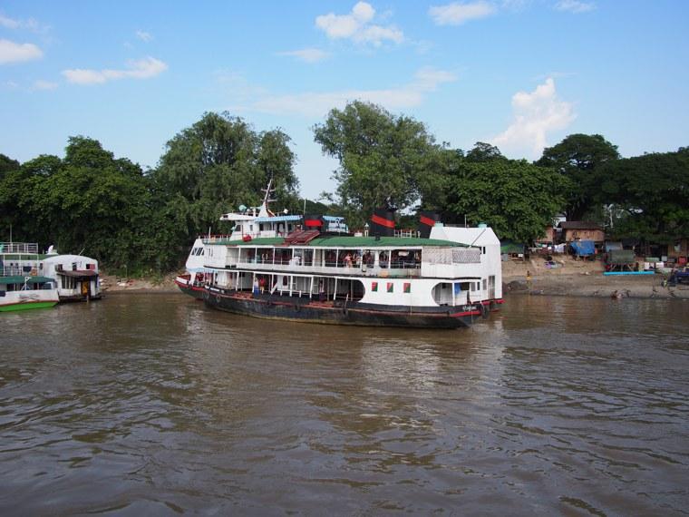 39.Myanmar_Bagan_to_Mandalay_slow_boat_Life_on_the_Ayeyarwaddy_River