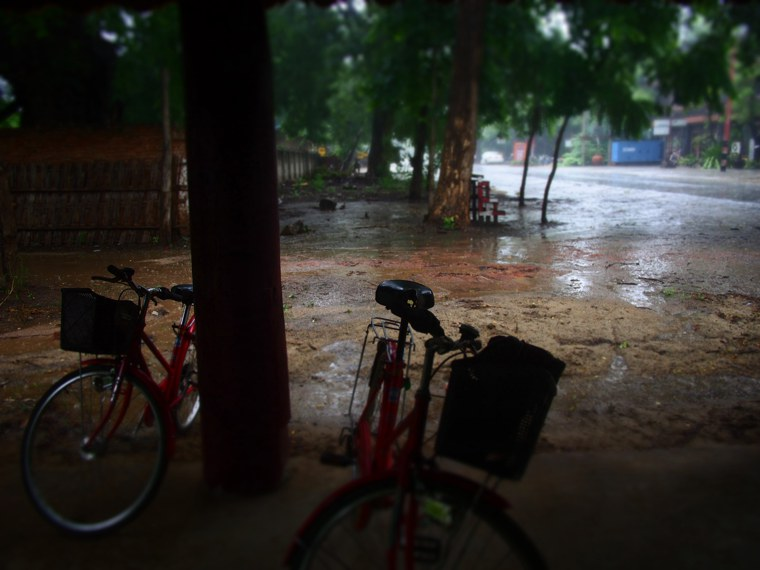7.Mynamar-Bagan-Cycle-Rain-Shelter