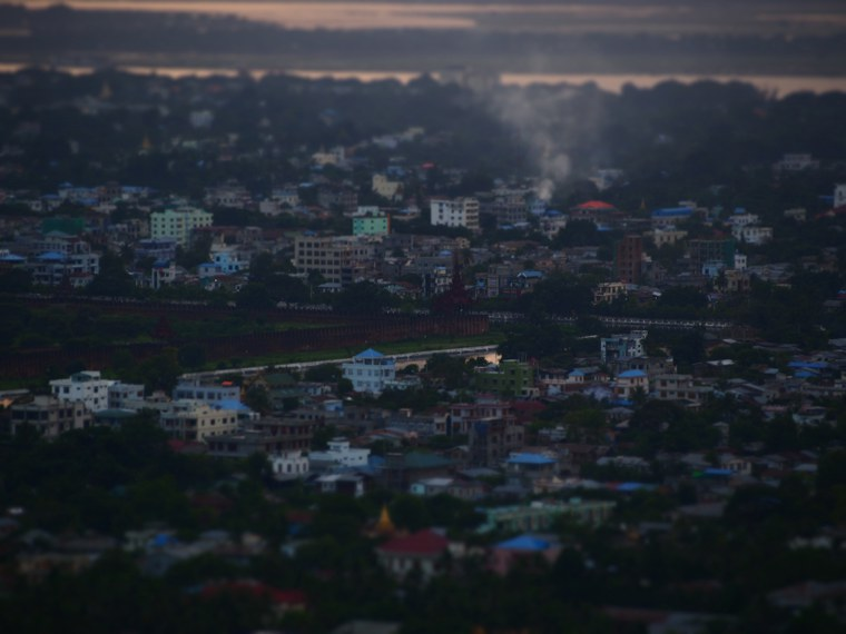 23.Myanmar_Mandalay_Mandalay_Hill_sunset