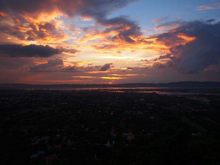 24.Myanmar_Mandalay_Mandalay_Hill_sunset