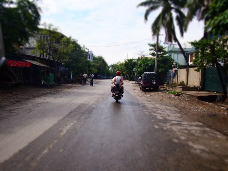 26.Myanmar_Mandalay_Mrs_Wood_Motorcycle_adventure