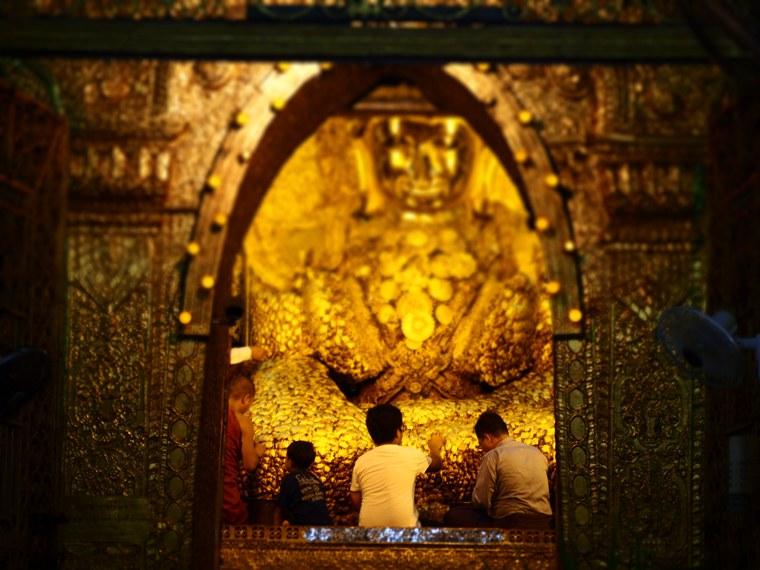 27.Myanmar_Mandalay_Mahamuni_Paya_Gold_Leaf_Buddah