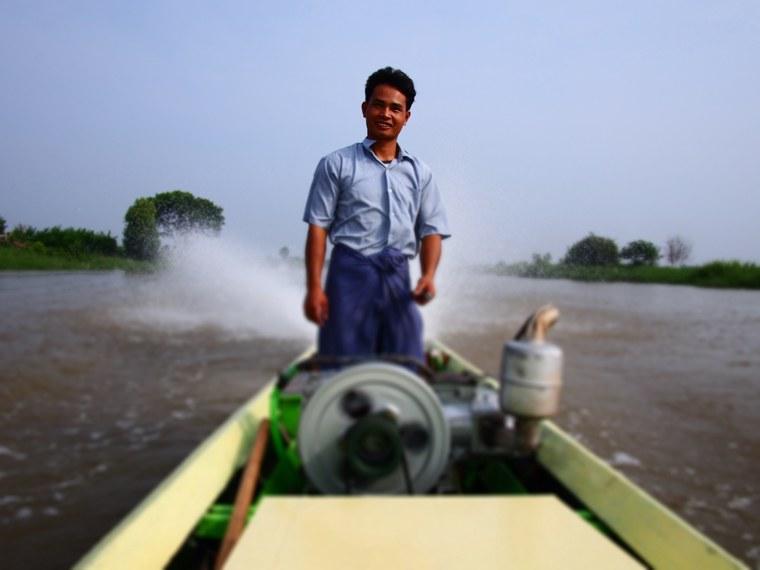 1.Myanmar_Inle_Lake_Boat_Driver