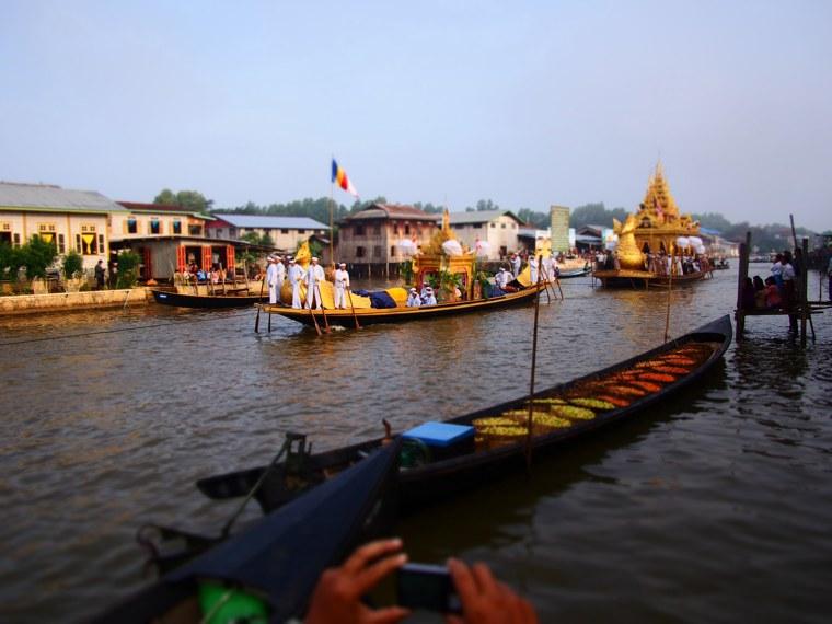 12.Myanmar_Inle_Lake_Phaung_Daw_U_Festival