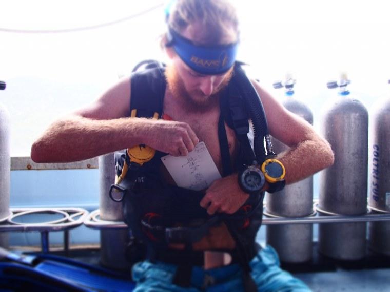 16.Thailand_Koh_Tao_Bans_Diving