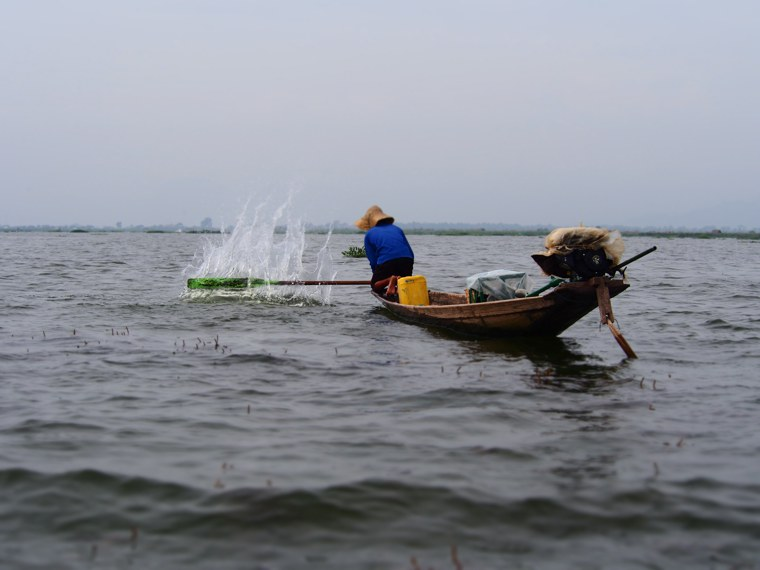 28.Myanmar_Inle_Lake_Fisherman