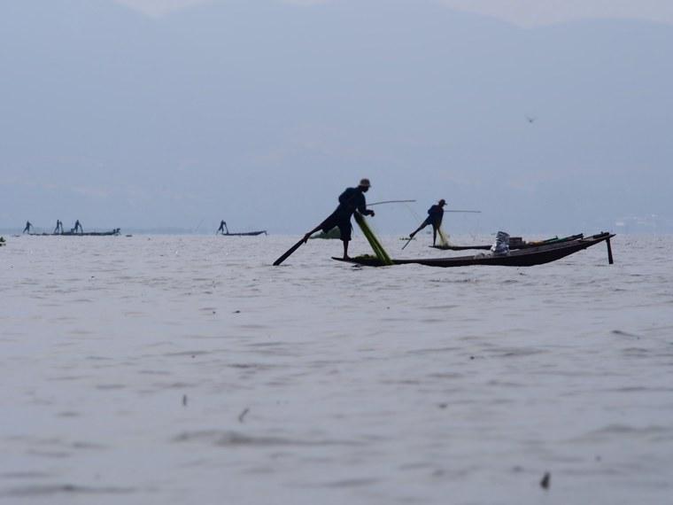 29.Myanmar_Inle_Lake_Fisherman