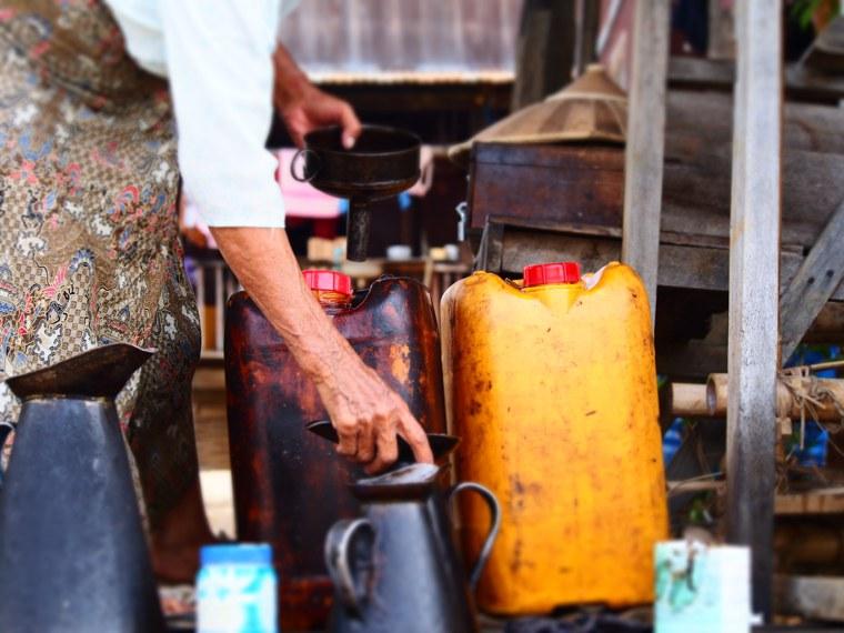 30.Myanmar_Inle_Lake_Petrol_Station