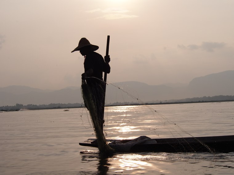 41.Myanmar_Inle_Lake_Fisherman