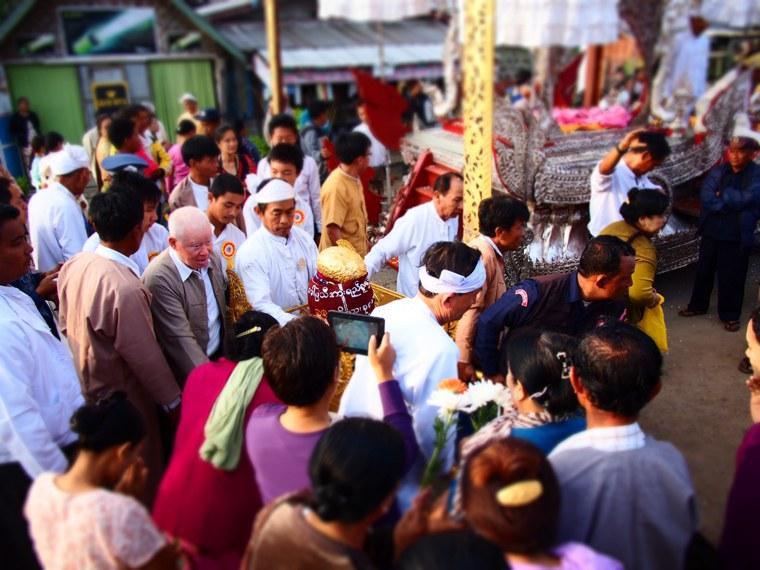 8.Myanmar_Inle_Lake_Phaung_Daw_U_Festival